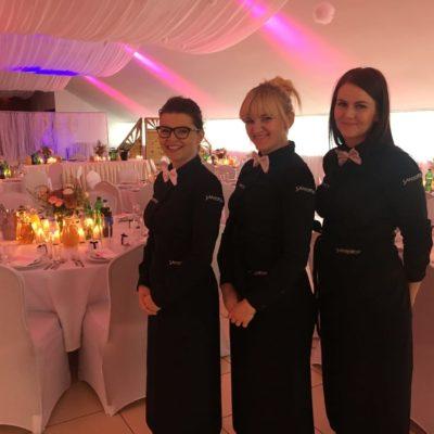 Sala bankietowa wSzczecinie - wystrój biało-różowy - personel.